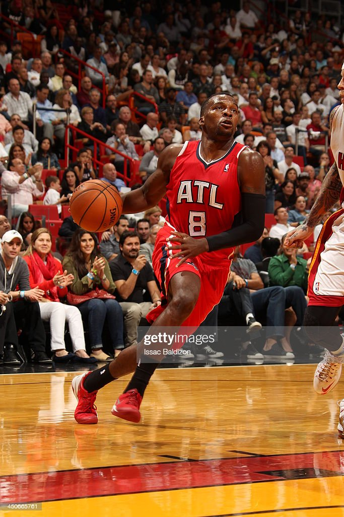 <a gi-track='captionPersonalityLinkClicked' href=/galleries/search?phrase=Shelvin+Mack&family=editorial&specificpeople=5767272 ng-click='$event.stopPropagation()'>Shelvin Mack</a> #8 of the Atlanta Hawks drives to the basket against the Miami Heat on November 19, 2013 at American Airlines Arena in Miami, Florida.