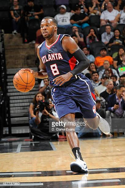 Shelvin Mack of the Atlanta Hawks handles the ball against the San Antonio Spurs on October 22 2014 in San Antonio Texas NOTE TO USER User expressly...