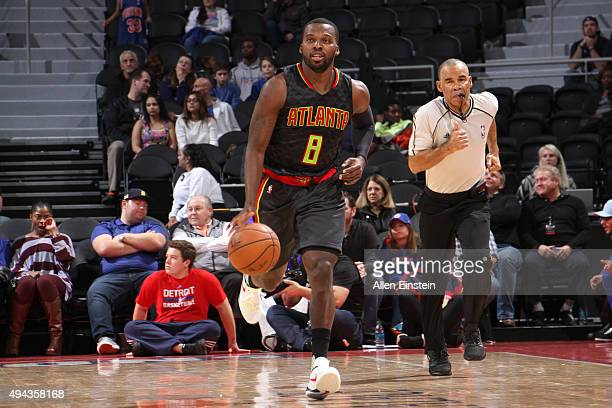 Shelvin Mack of the Atlanta Hawks handles the ball against the Detroit Pistons during the game on October 23 2015 at The Palace of Auburn Hills in...