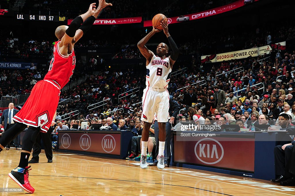 <a gi-track='captionPersonalityLinkClicked' href=/galleries/search?phrase=Shelvin+Mack&family=editorial&specificpeople=5767272 ng-click='$event.stopPropagation()'>Shelvin Mack</a> #8 of the Atlanta Hawks shoots against the Chicago Bulls on February 25, 2014 at Philips Arena in Atlanta, Georgia.