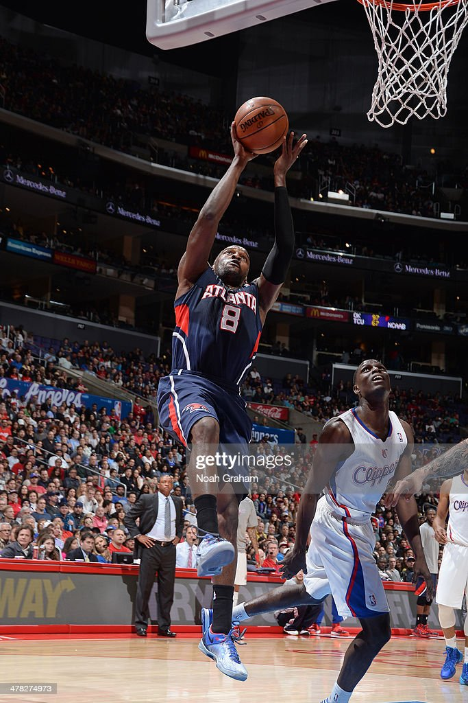 Shelvin Mack #8 of the Atlanta Hawks shoots against the Los Angeles Clippers at Staples Center on March 8, 2014 in Los Angeles, California.