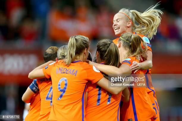 Sherida Spitse of the Netherlands celebrates the first goal with her team mates during the UEFA Women's Euro 2017 Group A match between Netherlands...