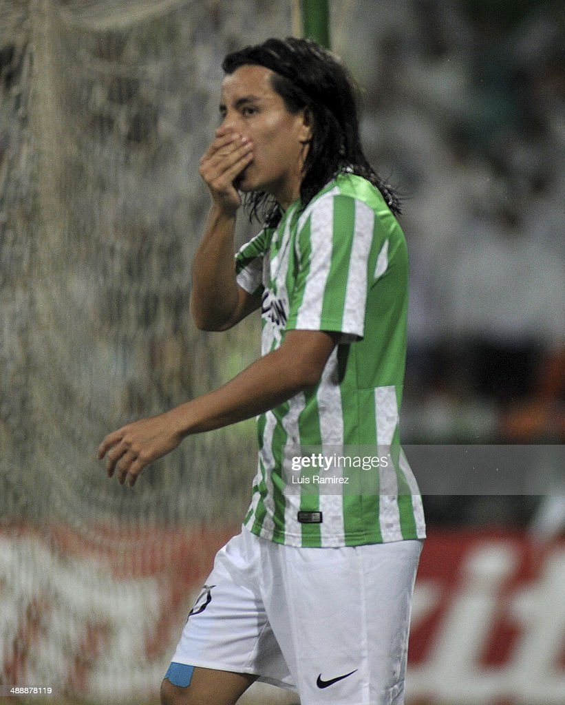 Sherman Cardenas of Atletico Nacional reacts after missing a goal during a quarte final match between Atletico Nacional and Defensor Sporting as part of Copa Bridgestone Libertadores 2014 at Atanasio Girardot Stadium on May 08, 2014 in Medellin, Colombia.