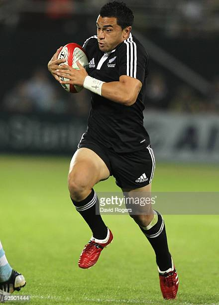 Sherwin Stowers of New Zealand races away to score a try against Argentina during the IRB Sevens tournament at the Dubai Sevens Stadium on December 4...