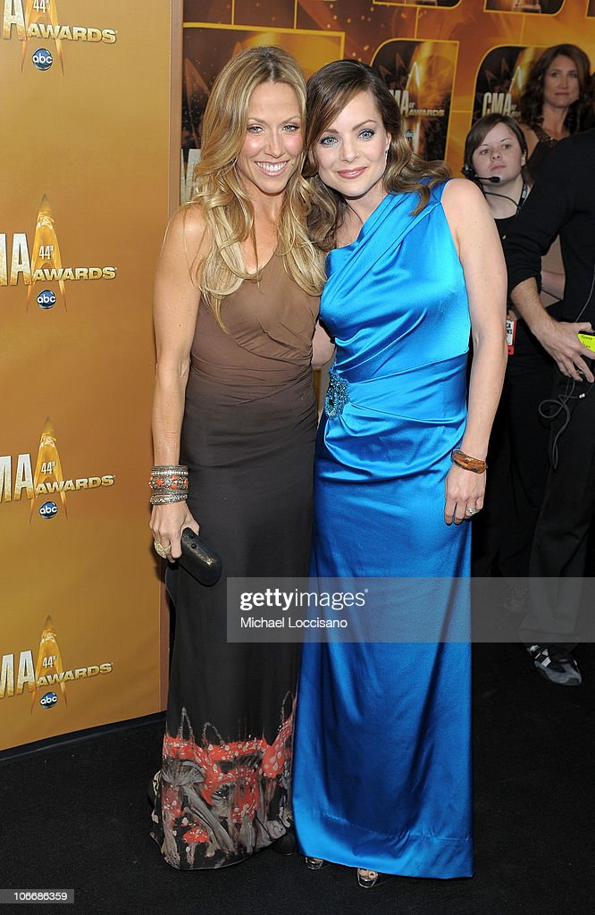 <a gi-track='captionPersonalityLinkClicked' href=/galleries/search?phrase=Sheryl+Crow&family=editorial&specificpeople=201867 ng-click='$event.stopPropagation()'>Sheryl Crow</a> and Kimberly Williams Paisley attends the 44th Annual CMA Awards at the Bridgestone Arena on November 10, 2010 in Nashville, Tennessee.