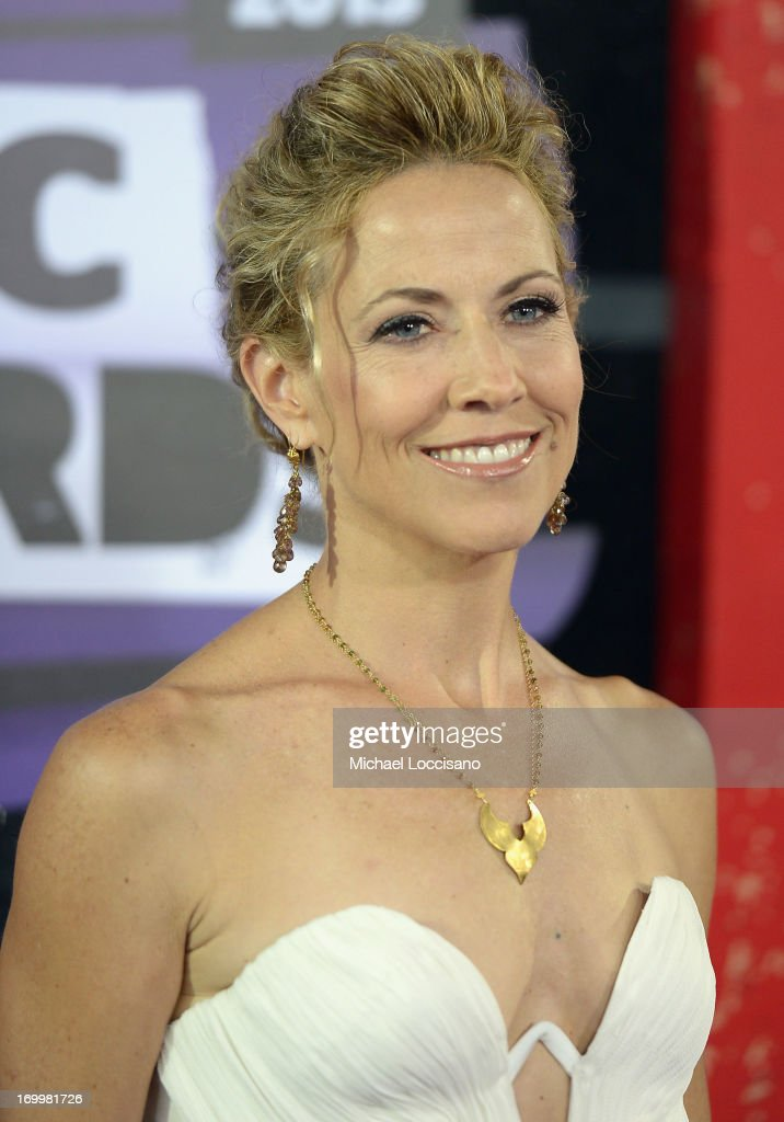 <a gi-track='captionPersonalityLinkClicked' href=/galleries/search?phrase=Sheryl+Crow&family=editorial&specificpeople=201867 ng-click='$event.stopPropagation()'>Sheryl Crow</a> attends the 2013 CMT Music awards at the Bridgestone Arena on June 5, 2013 in Nashville, Tennessee.