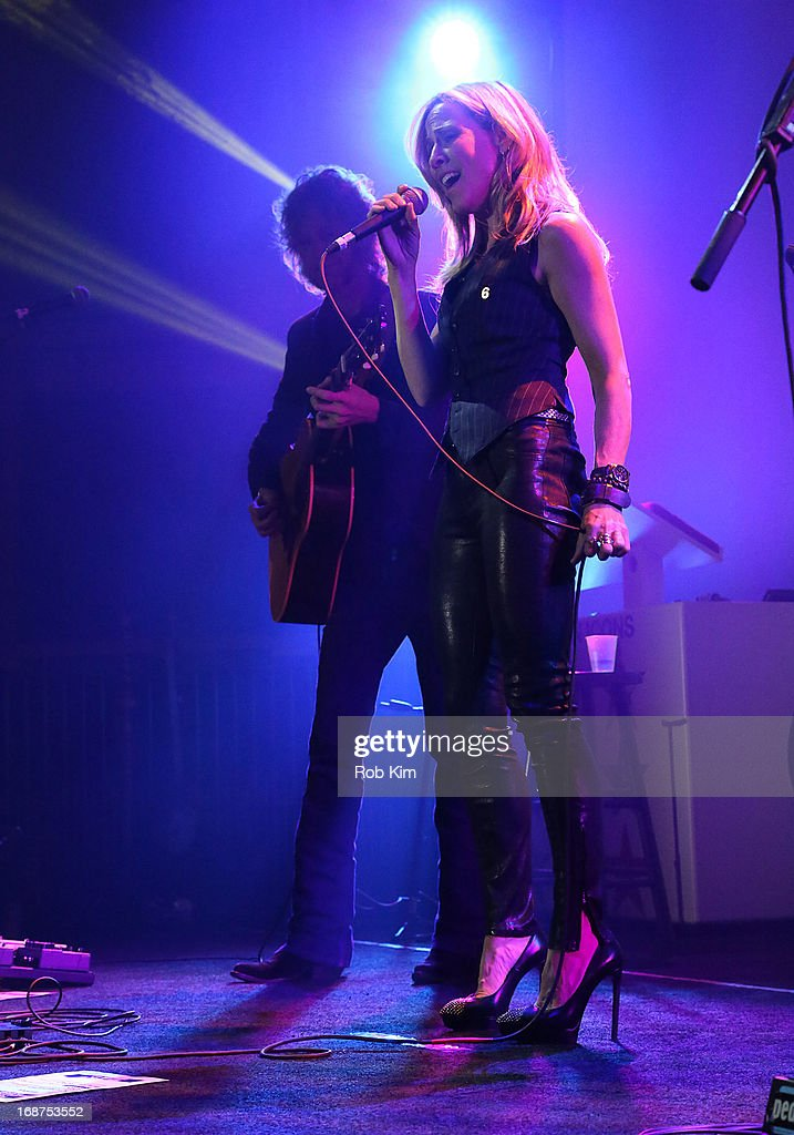 <a gi-track='captionPersonalityLinkClicked' href=/galleries/search?phrase=Sheryl+Crow&family=editorial&specificpeople=201867 ng-click='$event.stopPropagation()'>Sheryl Crow</a> performs at Macy's launches 'American Icons' at Gotham Hall on May 14, 2013 in New York City.