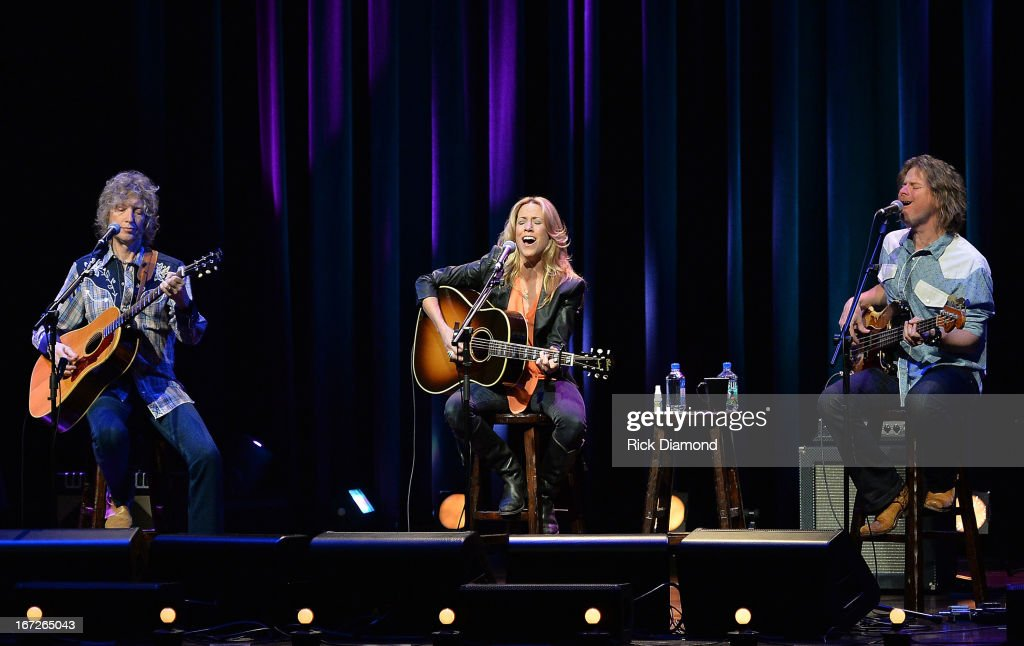 <a gi-track='captionPersonalityLinkClicked' href=/galleries/search?phrase=Sheryl+Crow&family=editorial&specificpeople=201867 ng-click='$event.stopPropagation()'>Sheryl Crow</a> (C) performs with Peter Stroud and Robert Kearns at 'An Evening with <a gi-track='captionPersonalityLinkClicked' href=/galleries/search?phrase=Sheryl+Crow&family=editorial&specificpeople=201867 ng-click='$event.stopPropagation()'>Sheryl Crow</a>' to benefit New Hope Academy at The Franklin Theater on April 21, 2013 in Franklin, Tennessee.