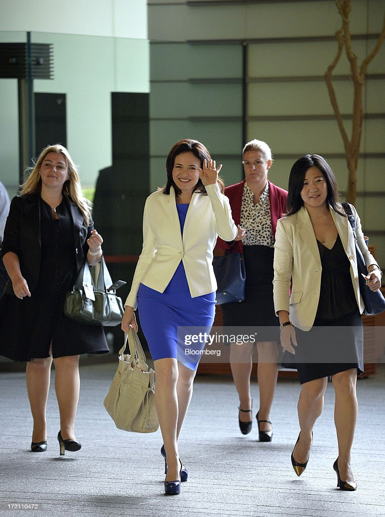 Sheryl Sandberg, chief operating officer of Facebook Inc., center, waves as she arrives at the Japanese Prime Minister's official residence before her meeting with Prime Minister Shinzo Abe, unseen, in Tokyo, Japan, on Tuesday, July 2, 2013. Sandberg is in Japan to promote her book 'Lean In: Women, Work, and the Will to Lead' Photographer: Itsuo Inouye/Pool via Bloomberg