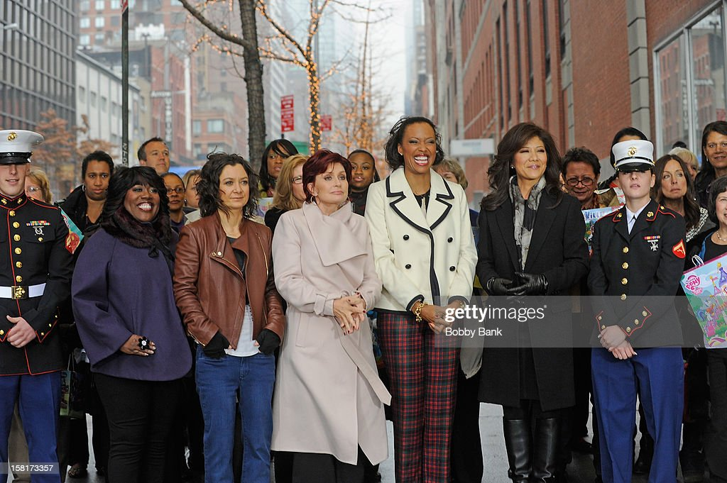<a gi-track='captionPersonalityLinkClicked' href=/galleries/search?phrase=Sheryl+Underwood&family=editorial&specificpeople=778885 ng-click='$event.stopPropagation()'>Sheryl Underwood</a>, <a gi-track='captionPersonalityLinkClicked' href=/galleries/search?phrase=Sara+Gilbert&family=editorial&specificpeople=585732 ng-click='$event.stopPropagation()'>Sara Gilbert</a>, Sharon Osborne, <a gi-track='captionPersonalityLinkClicked' href=/galleries/search?phrase=Aisha+Tyler&family=editorial&specificpeople=202262 ng-click='$event.stopPropagation()'>Aisha Tyler</a> and <a gi-track='captionPersonalityLinkClicked' href=/galleries/search?phrase=Julie+Chen&family=editorial&specificpeople=206213 ng-click='$event.stopPropagation()'>Julie Chen</a> visit 'The Talk' at CBS Studios on December 10, 2012 in New York City.