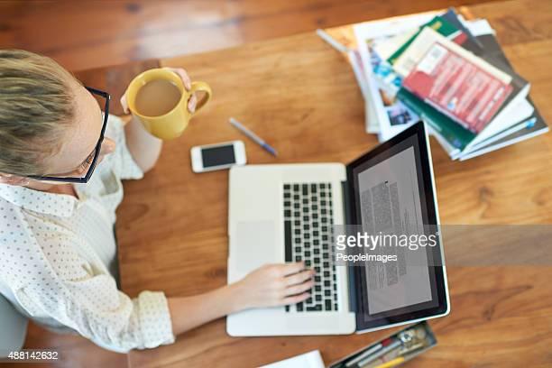Elle profitant de la liberté d'travaillé en tant que freelance