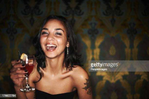 Ela tem charisma e um cocktail-noite vida