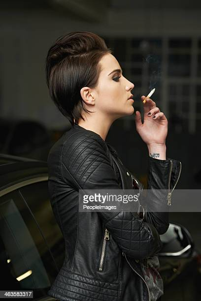 How To Smoke A Cigarette With Style