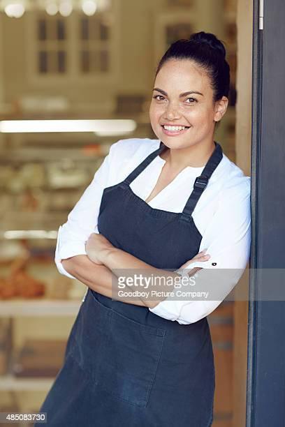 Sie ist Eigentümer, manager und Kellnerin alles in einem.