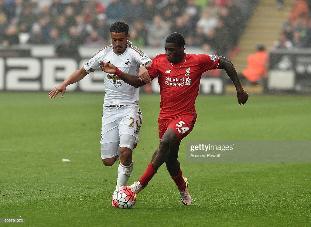 <a gi-track='captionPersonalityLinkClicked' href=/galleries/search?phrase=Sheyi+Ojo&family=editorial&specificpeople=12319409 ng-click='$event.stopPropagation()'>Sheyi Ojo</a> of Liverpool compeyes with <a gi-track='captionPersonalityLinkClicked' href=/galleries/search?phrase=Kyle+Naughton&family=editorial&specificpeople=5635202 ng-click='$event.stopPropagation()'>Kyle Naughton</a> of Swansea City during a Premier League match between Swansea City and Liverpool at the Liberty Stadium on May 01, 2016 in Swansea, Wales.