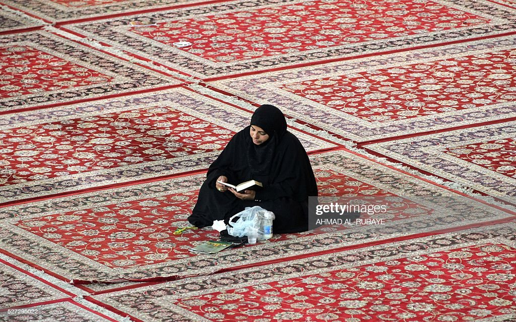 A Shiite Muslim worshipper sits at the Imam al-Kadhim shrine on May 2, 2016, in the northern district of Kadhimiya in the Iraqi capital Baghdad. The commemoration of the 799 AD death of Shiite Islams revered seventh Imam, who is believed to have been poisoned by agents of then Sunni ruler Harun al-Rashid, is due to culminate on May 3. / AFP / AHMAD