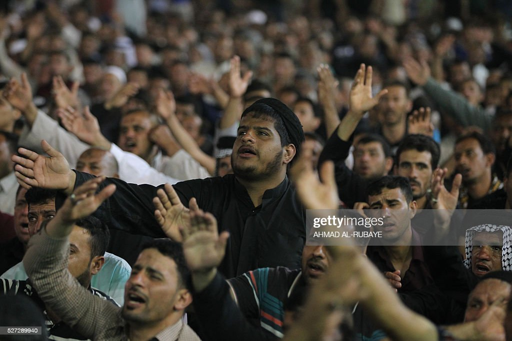 Shiite Muslim worshippers beat their chests and heads as they gather at the Imam al-Kadhim shrine on May 2, 2016, in the northern district of Kadhimiya in the Iraqi capital Baghdad. The commemoration of the 799 AD death of Shiite Islams revered seventh Imam, who is believed to have been poisoned by agents of then Sunni ruler Harun al-Rashid, is due to culminate on May 3. / AFP / AHMAD