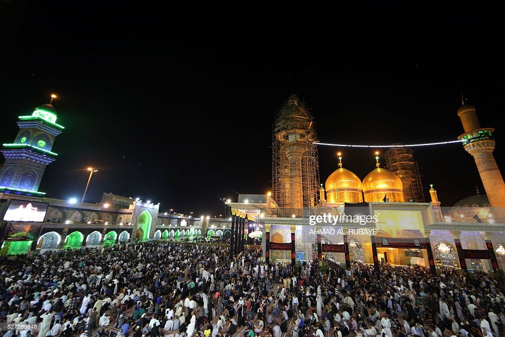 Shiite Muslim worshippers gather at the Imam al-Kadhim shrine on May 2, 2016, in the northern district of Kadhimiya in the Iraqi capital Baghdad. The commemoration of the 799 AD death of Shiite Islams revered seventh Imam, who is believed to have been poisoned by agents of then Sunni ruler Harun al-Rashid, is due to culminate on May 3. / AFP / AHMAD