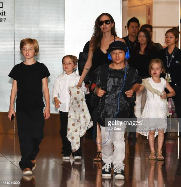 Shiloh JoliePitt Knox JoliePitt Angelina Jolie Pax JoliePitt and Vivienne JoliePitt are seen upon arrival at Haneda Airport on June 21 2014 in Tokyo...