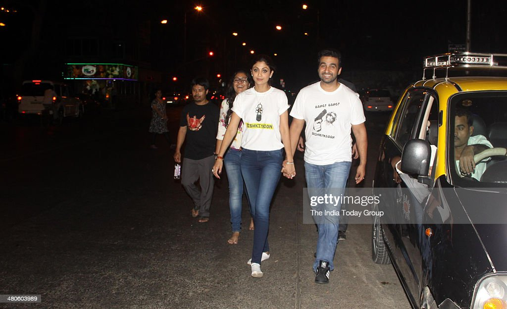 Shilpa Shetty and Raj Kundra spotted walking towards Siddhivinayak Temple in Mumbai.