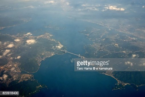 Shimanami Kaido in Mukaishima and Innoshima Islands in Onomichi city in Hiroshima prefecture day time aerial view from airplane : ストックフォト
