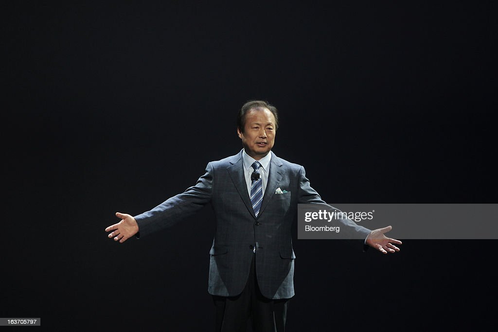J.K. Shin, head of Samsung Electronics Co.'s mobile division, gestures as he unveils the new Galaxy S4 smartphone during an event at Radio City Music Hall in New York, U.S., on Thursday, March 14, 2013. Samsung Electronics Co. unveiled the Galaxy S4 with a bigger screen and software that tracks eye movements as the world's biggest smartphone seller takes its battle with Apple Inc. to the iPhone maker's home market. Photographer: Victor J. Blue/Bloomberg via Getty Images