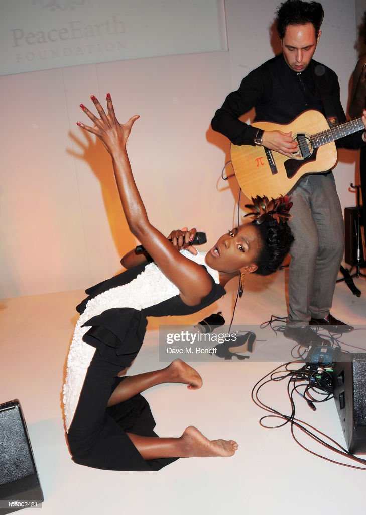 <a gi-track='captionPersonalityLinkClicked' href=/galleries/search?phrase=Shingai+Shoniwa&family=editorial&specificpeople=4266140 ng-click='$event.stopPropagation()'>Shingai Shoniwa</a> (L) and Dan Smith of Noisettes perform at the Place For Peace dinner co-hosted by Ella Krasner and Forest Whitaker to support the Peace Earth Foundation in association with Star Diamond at Banqueting House on November 10, 2012 in London, England.