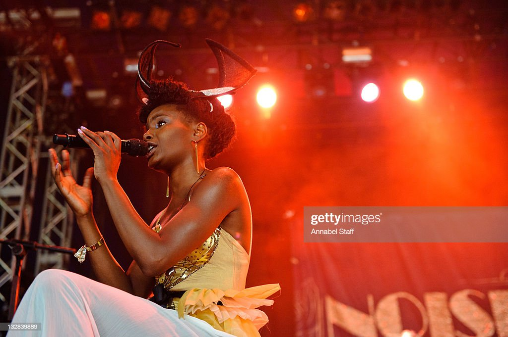 <a gi-track='captionPersonalityLinkClicked' href=/galleries/search?phrase=Shingai+Shoniwa&family=editorial&specificpeople=4266140 ng-click='$event.stopPropagation()'>Shingai Shoniwa</a> of The <a gi-track='captionPersonalityLinkClicked' href=/galleries/search?phrase=Noisettes&family=editorial&specificpeople=5906750 ng-click='$event.stopPropagation()'>Noisettes</a> performs on day two of the Hop Farm Festival at The Hop Farm on July 2, 2011 in Paddock Wood, England.