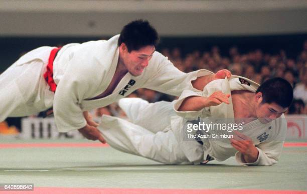 Shinichi Shinohara and Kosei Inoue compete in the All Japan Judo Championship final at Nippon Budokan on April 29 1998 in Tokyo Japan