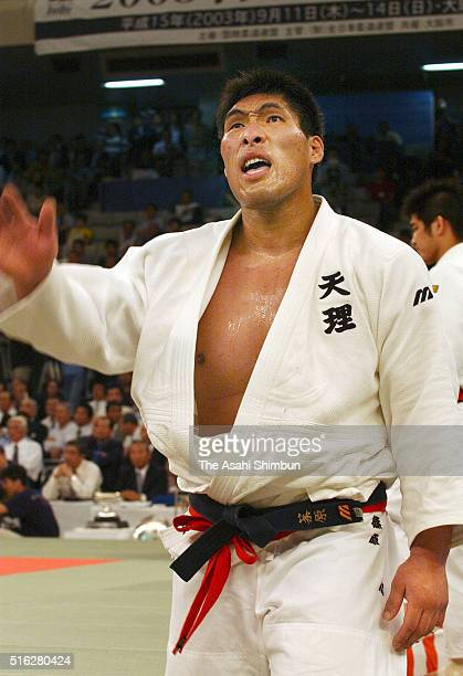 Shinichi Shinohara waves to supporters after defeated in the semi final of the All Japan Judo Championship at the Nippon Budokan on April 29 2003 in...