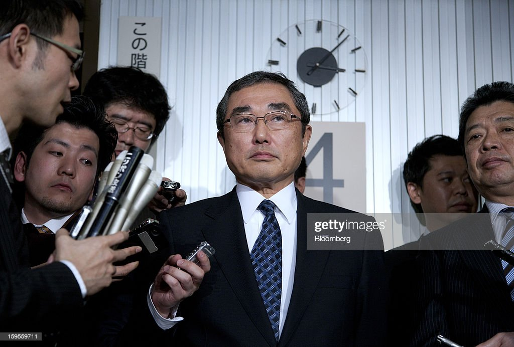 <a gi-track='captionPersonalityLinkClicked' href=/galleries/search?phrase=Shinichiro+Ito&family=editorial&specificpeople=5666038 ng-click='$event.stopPropagation()'>Shinichiro Ito</a>, president and chief executive officer of All Nippon Airways Co. (ANA), center, speaks to media at the land, infrastructure, and transport ministry in Tokyo, Japan, on Wednesday, Jan. 16, 2013. ANA and Japan Airlines Co. (JAL), the world's largest users of Boeing Co. 787 jets, grounded their entire fleet of Dreamliners for today in the biggest blow yet to the troubled passenger jet's image. Photographer: Tomohiro Ohsumi/Bloomberg via Getty Images