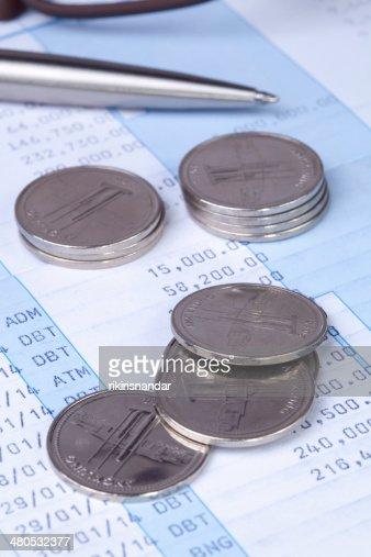 Brillant de pièces de monnaie en livre de la transaction : Photo