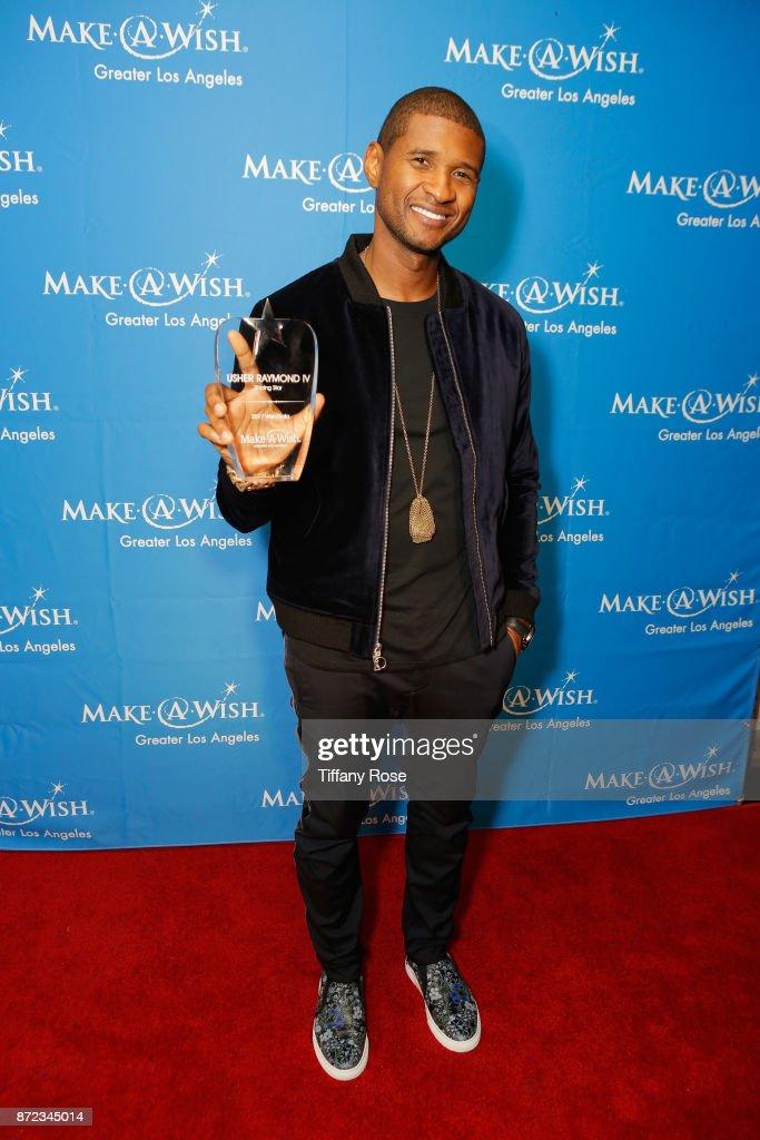 Shining Star award recipient Usher Raymond IV at the 2017 Make a Wish Gala on November 9, 2017 in Los Angeles, California.