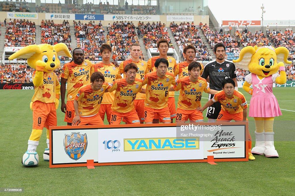 Shinizu S-Pulse players line up for the team photos prior to the J.League match between Shimizu S-Pulse and Yokohama F.Marinos at IAI Stadium Nihondaira on May 16, 2015 in Shizuoka, Japan.