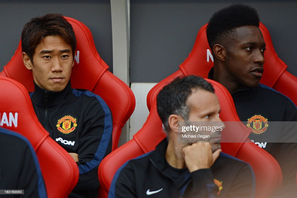 Shinji Kagawa (L), Danny Welbeck (R) and Ryan Giggs of Manchester United look on from the bench prior to the Barclays Premier League match between Sunderland and Manchester United at the Stadium of Light on October 5, 2013 in Sunderland, England.