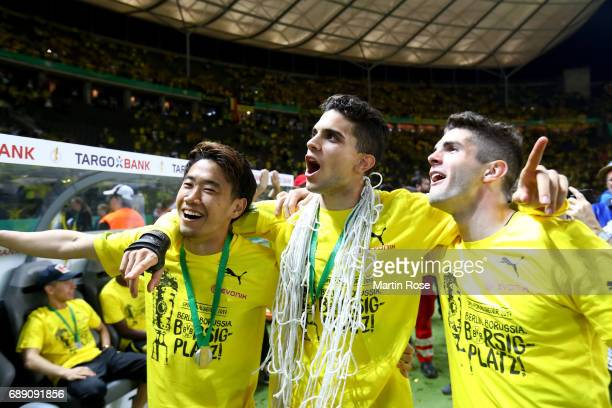 Shinji Kagawa Marc Bartra and Christian Pulisic celebrate after winning the DFB Cup final match between Eintracht Frankfurt and Borussia Dortmund at...