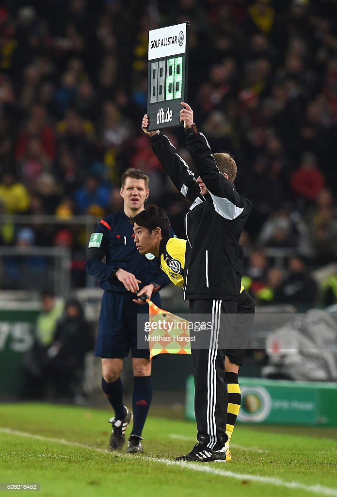 <a gi-track='captionPersonalityLinkClicked' href=/galleries/search?phrase=Shinji+Kagawa&family=editorial&specificpeople=4314029 ng-click='$event.stopPropagation()'>Shinji Kagawa</a> of Borussia Dortmund prepares to come on as a substitute during the DFB Cup Quarter Final match between VfB Stuttgart and Borussia Dortmund at Mercedes-Benz Arena on February 9, 2016 in Stuttgart, Germany.