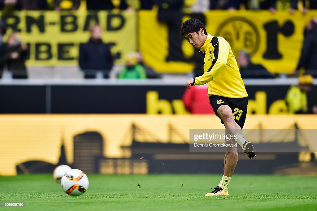 <a gi-track='captionPersonalityLinkClicked' href=/galleries/search?phrase=Shinji+Kagawa&family=editorial&specificpeople=4314029 ng-click='$event.stopPropagation()'>Shinji Kagawa</a> of Borussia Dortmund warms up prior to kickoff during the Bundesliga match between Borussia Dortmund and Hannover 96 at Signal Iduna Park on February 13, 2016 in Dortmund, Germany.