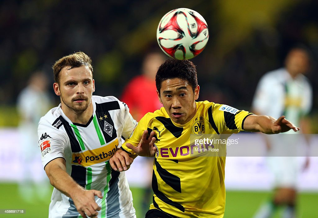 <a gi-track='captionPersonalityLinkClicked' href=/galleries/search?phrase=Shinji+Kagawa&family=editorial&specificpeople=4314029 ng-click='$event.stopPropagation()'>Shinji Kagawa</a> (R) of Dortmund and <a gi-track='captionPersonalityLinkClicked' href=/galleries/search?phrase=Tony+Jantschke&family=editorial&specificpeople=4158344 ng-click='$event.stopPropagation()'>Tony Jantschke</a> of Gladbach battles for the ball during the Bundesliga match between Borussia Dortmund and Borussia moenchengladbach at Signal Iduna Park on November 9, 2014 in Dortmund, Germany.