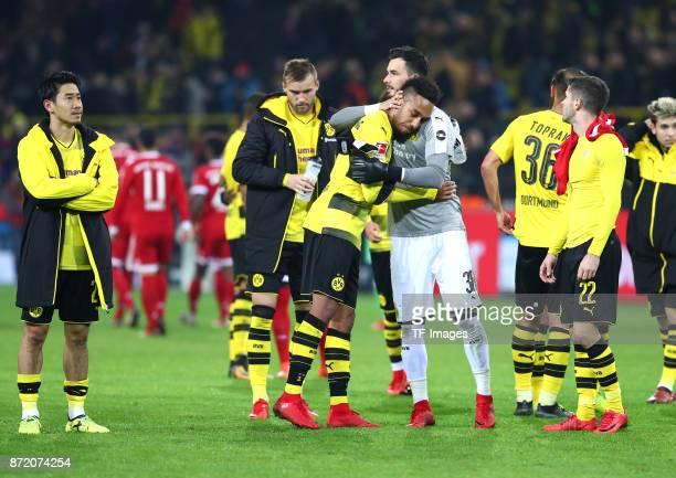 Shinji Kagawa of Dortmund Andrey Yarmolenko of Dortmund PierreEmerick Aubameyang of Dortmund wird von Roman Büerki getröstet Oemer Toprak of Dortmund...
