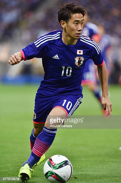Shinji Kagawa of Japan controls the ball during the 2018 FIFA World Cup Asian Qualifier second round match between Japan and Singapore at Saitama...