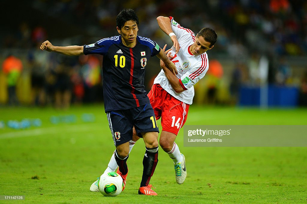 <a gi-track='captionPersonalityLinkClicked' href=/galleries/search?phrase=Shinji+Kagawa&family=editorial&specificpeople=4314029 ng-click='$event.stopPropagation()'>Shinji Kagawa</a> of Japan fights for the ball against <a gi-track='captionPersonalityLinkClicked' href=/galleries/search?phrase=Javier+Hernandez+-+Joueur+de+football&family=editorial&specificpeople=6733186 ng-click='$event.stopPropagation()'>Javier Hernandez</a> of Mexico during the FIFA Confederations Cup Brazil 2013 Group A match between Japan and Mexico at Estadio Mineirao on June 22, 2013 in Belo Horizonte, Brazil.