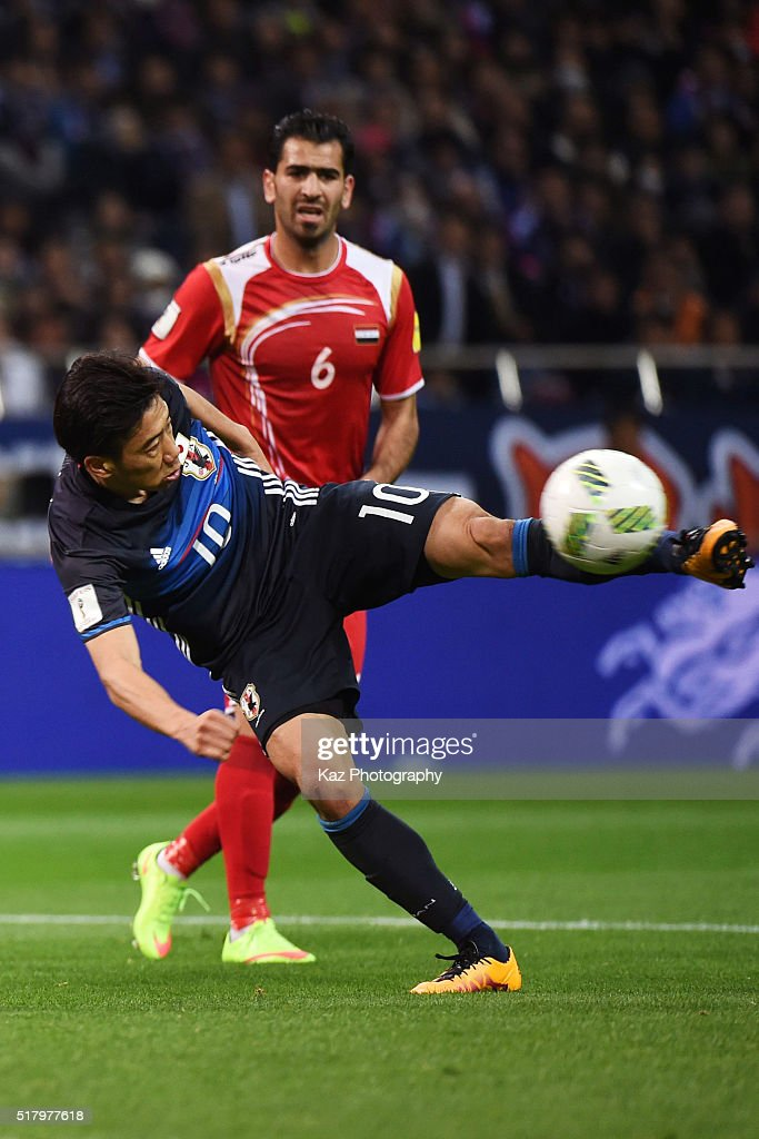 Shinji Kagawa of Japan scores his team's second goal during the FIFA World Cup Russia Asian Qualifier second round match between Japan and Syria at...