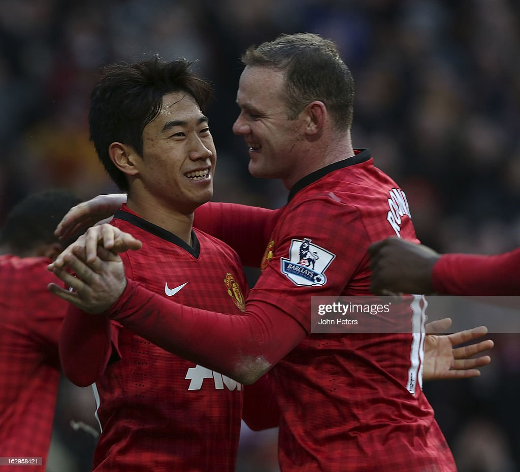<a gi-track='captionPersonalityLinkClicked' href=/galleries/search?phrase=Shinji+Kagawa&family=editorial&specificpeople=4314029 ng-click='$event.stopPropagation()'>Shinji Kagawa</a> (L) of Manchester United celebrates scoring their third goal during the Barclays Premier League match between Manchester United and Norwich City at Old Trafford on March 2, 2013 in Manchester, England.