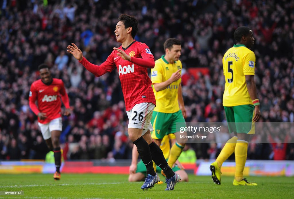 <a gi-track='captionPersonalityLinkClicked' href=/galleries/search?phrase=Shinji+Kagawa&family=editorial&specificpeople=4314029 ng-click='$event.stopPropagation()'>Shinji Kagawa</a> of Manchester United celebrates scoring to make it 2-0 with during the Barclays Premier League match between Manchester United and Norwich City at Old Trafford on March 2, 2013 in Manchester, England.