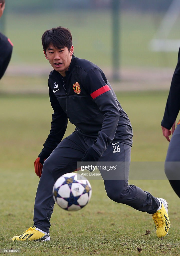 <a gi-track='captionPersonalityLinkClicked' href=/galleries/search?phrase=Shinji+Kagawa&family=editorial&specificpeople=4314029 ng-click='$event.stopPropagation()'>Shinji Kagawa</a> of Manchester United chases the ball during a training session at the Carrington Training Ground on February 12, 2013 in Manchester, England.
