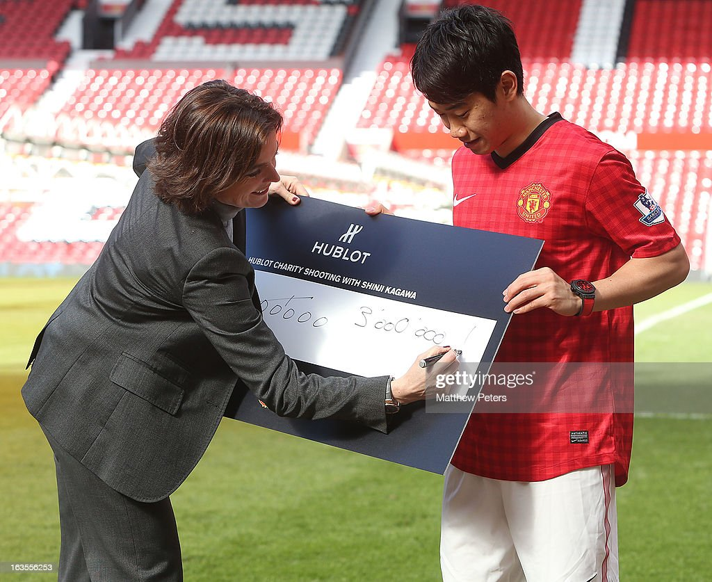 <a gi-track='captionPersonalityLinkClicked' href=/galleries/search?phrase=Shinji+Kagawa&family=editorial&specificpeople=4314029 ng-click='$event.stopPropagation()'>Shinji Kagawa</a> of Manchester United is presented with a cheque for 3,000,000 Japanese Yen by Valerie Servageon Grande of Hublot watches after taking part in a charity shooting event at Old Trafford on March 12, 2013 in Manchester, England.