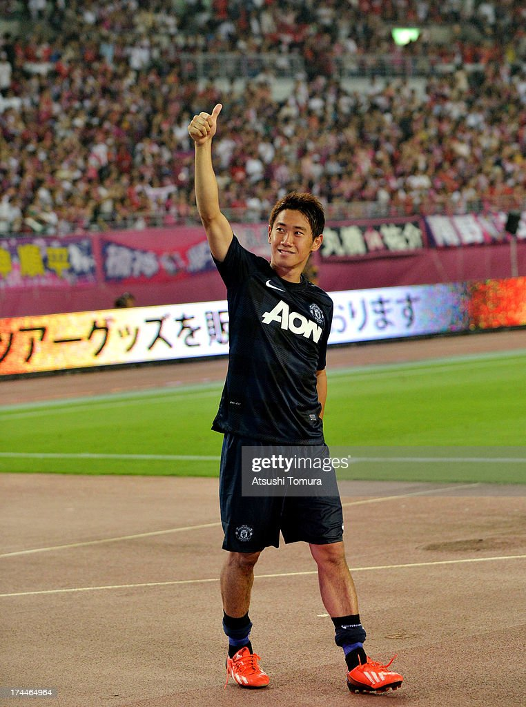 <a gi-track='captionPersonalityLinkClicked' href=/galleries/search?phrase=Shinji+Kagawa&family=editorial&specificpeople=4314029 ng-click='$event.stopPropagation()'>Shinji Kagawa</a> of Manchester United waves to fans after the pre-season friendly match between Cerezo Osaka and Manchester United at Nagai Stadium on July 26, 2013 in Osaka, Japan.