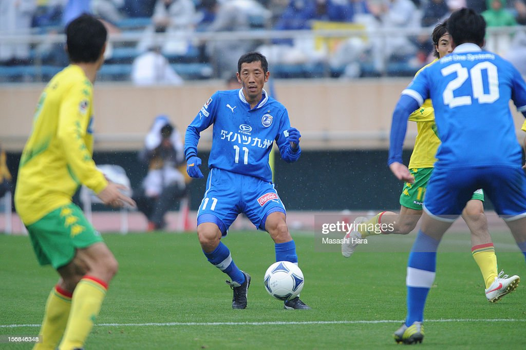 Shinji Murai #11 of Oita Trinita in action during the J.League Second Division Play-off Final match between JEF United Chiba and Oita trinita at the National Stadium on November 23, 2012 in Tokyo, Japan.
