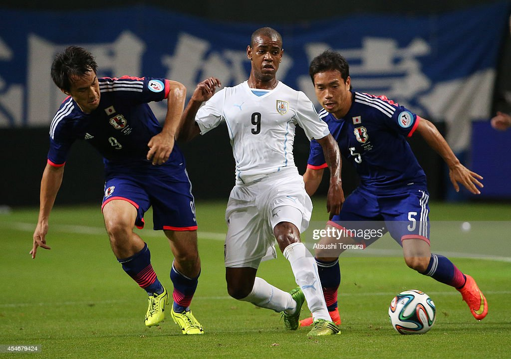 <a gi-track='captionPersonalityLinkClicked' href=/galleries/search?phrase=Shinji+Okazaki&family=editorial&specificpeople=4320771 ng-click='$event.stopPropagation()'>Shinji Okazaki</a> of Japan, Diego Rolan of Uruguay and <a gi-track='captionPersonalityLinkClicked' href=/galleries/search?phrase=Yuto+Nagatomo&family=editorial&specificpeople=4320811 ng-click='$event.stopPropagation()'>Yuto Nagatomo</a> of Japan compete for the ball during the KIRIN CHALLENGE CUP 2014 international friendly match between Japan and Uruguay at Sapporo Dome on September 5, 2014 in Sapporo, Japan.